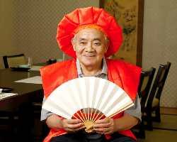 【還暦のお祝い】 赤いちゃんちゃんこと記念写真の撮影サービス