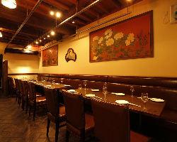 【2階テーブル席】 和×伊×大正浪漫と新世界の雰囲気