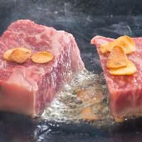 低温で35日間も長期熟成させた黒毛和牛は柔らかく、旨味十分!