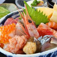 海鮮丼や定食をランチメニューとしてご用意してます☆