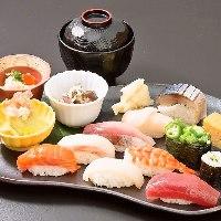 ランチは、寿司、ちらし寿司が900円(税込)11:30〜13:30