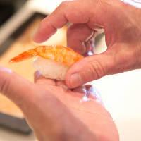 """旬のネタを使った自慢の""""鮨""""。 真心込めた美味しさを・・・"""