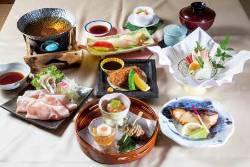 鮮魚をお刺身で戴く贅沢。お好みの一杯とご一緒にどうぞ。