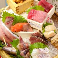 大漁に来たら「刺身」でしょ!店長目利きの新鮮な魚がズラリ!