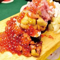 うに、蟹、いくらがてんこ盛り!豪快!名物てんこ盛り寿司!