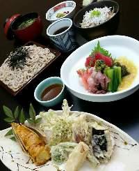 季節を感じられる食材、お料理を提供しております。