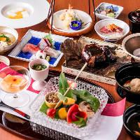 季節の移ろいを堪能できる京料理を心ゆくまでお愉しみください。