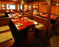 〓 テーブル席 〓 広くゆったり座れる和の空間