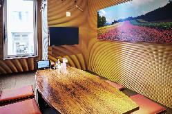 テレビ付きの完全個室で禁煙席。8名様以上で利用可。