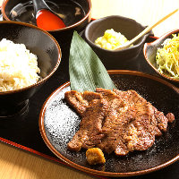 ランチ定食を種類豊富にご用意!おすすめは『焼き牛タン定食』!
