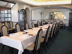 2階の個室はビュッフェスタイルの宴会も可
