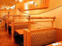 広々としたテーブルの席はお仲間との宴会からランチまでおすすめ