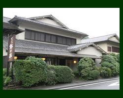 北鎌倉より建長寺様方面に徒歩4分。 浄智寺様はす向かいです