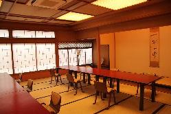新館のお二階席。 ご人数、ご要望によりお席をお作りします