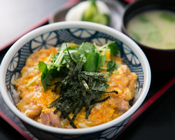 【榛名地鶏】 親子丼もおすすめのお料理♪
