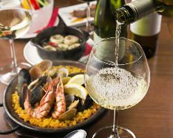 スペイン産を中心に厳選ワインを豊富に取り揃えております!