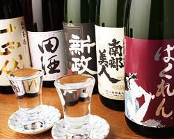 東北をはじめ厳選した地酒や焼酎を 多種取り揃えております。