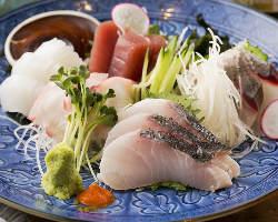 那覇市泊イウマチ漁港より直送される鮮度抜群の旬魚!美味しい♪