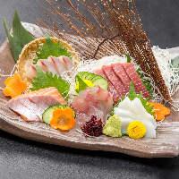 素材にだわり人気の鮮魚は築地より日替わりでお届け致します!