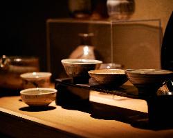 【こだわり】 陶芸家や作家による一品物の器もご用意しています