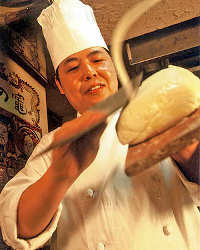 [熟練の職人技] 匠技で作る刀削麺は種類豊富でオーダー率高!