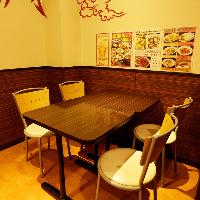 ご家族でのお食事など少人数利用に最適のテーブル席(〜4名様)