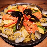 代表的なスペイン料理フィデウアはパスタで作るパエリア