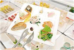約50種類のお料理が入れ替わりで料理卓に並びます。