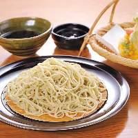 更科系の白い蕎麦。北海道産そば粉を使用。