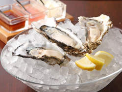 生牡蠣は常時約10種類を全国から選りすぐっております。