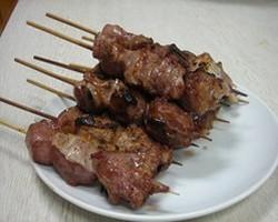名物★焼きトン毎朝市場より 新鮮な豚もつを仕入れてます