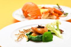 伝統的な中国のベッドフレームを 贅沢に使ったベッドルーム