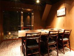 テーブル個室・掘りごたつ個室がございます。