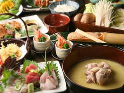 ご宴会コースは水炊きがメイン。 鮮魚刺しや地鶏料理も味わえる