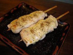 金沢文庫店限定ささみのチーズ串! 女性のお客様に好評です!