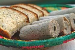 【エチオピア伝統の特製パン】特製スパイスで煮込んだシチューと