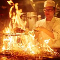 注文頂いてから焼き上げる藁焼き。カツオ、ブリは特に絶品です。