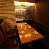 広々とした個室で肉バル料理を仲間と一緒にお楽しみに