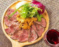 肉バル一押しのローストビーフも当店の手作り出来立てです。