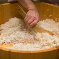 独自配合の【鮨酢】は丁寧な職人の仕事です。