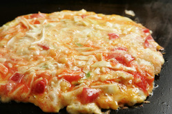 【お好み焼き】イタリアン風 トマトとチーズがお好み焼きに!