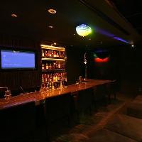 【karaokeラウンジバー Q】本格的カウンター付きのVIPルーム。