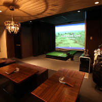 お食事・お酒を飲みながら、ゴルフ&カラオケが楽しめる!