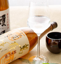 日本酒はたくさんの銘柄をご用意しております。飲み比べもお薦め