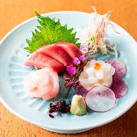 鮮度にこだわり、季節でもっとも美味しい魚をお造りにいたします