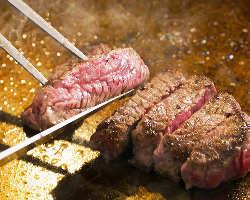 [鉄板焼]肉の旨味を最大限に味わえる焼き加減で仕上げる熟練技