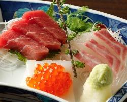 築地市場より仕入れる新鮮な鮮魚。専門店並みのお造りは格別です