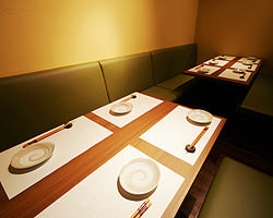 2~12名様までの個室が主役。ご接待からご宴会まで用途は多彩