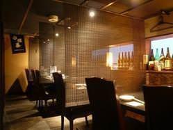 テーブル席は最大24名様まで… 通常はすだれで個室感覚。