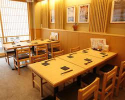 2階テーブル席はフロア貸切OK!25~35名様まで対応可